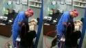 Gato observa e ataca o assistente de veterinário Argenis Perez. (Foto: TikTok/argenisperez5)