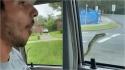 Cobra enorme aparece em janela de carro e pega carona com passageiros. (Foto: Facebook/Rachael Pace)