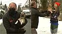 Cachorrinha invade transmissão ao vivo e repórter a devolve para dona.