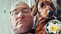 Homem alerta outros donos de animais de estimação sobre flor tóxica.