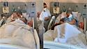Idosa internada há dois meses no Hospital São Lucas da PUCRS, Porto Alegre, RS, recebe a visita da sua cadelinha.