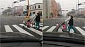 Casal passeia com cachorro acomodado em carrinho de bebê pelas ruas de Lima, Peru.