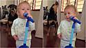 Criança e rottweiler formam uma dupla de cantoras.