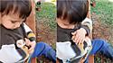 Garotinho embala e canta música de ninar para ave enferma.
