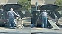 Homem constrói rampa para ajudar o seu cão idoso a entrar no carro.