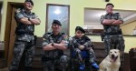 Em seu aniversário, menino fã da Brigada Militar e sua cadela recebem visita surpresa