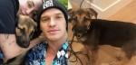 Miley Cyrus adota cão abandonado por dono devido à pandemia de coronavírus