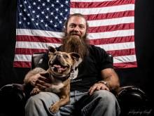 Como um cão com três patas salvou a vida de um veterano de guerra