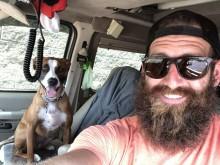 Jogador troca carreira no futebol para viajar com seu cachorro