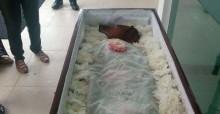 Cachorro falecido é velado em cerimônia especial e foto viraliza na internet