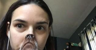 Mulher tira uma foto com seu cachorro, fica hilariamente 'errada' e viraliza