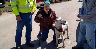 Idoso que perdeu esposa e casa em tornado reencontra sua cadela: 'Ao menos ainda tenho ela'