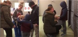 Garoto chora ao saber que família adotou novo filhote após o seu cachorro ter falecido
