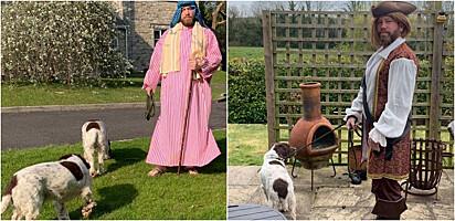 Homem veste fantasias inusitadas para passear com seus cães.