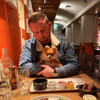Lewis ficou arrasado com a perda repentina de sua cadela. (Foto: Reprodução/Daily Record)