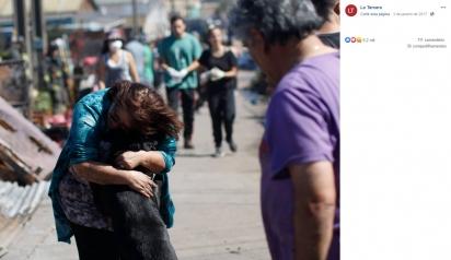 Dona emocionada dá um forte abraço em seu cão. (Foto: Facebook/La Tercera)
