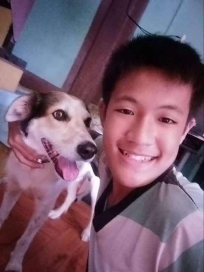 O menino Rustico junto do seu cachorro Coco. (Foto: Arquivo Pessoal/Rustico Samsom Jr)