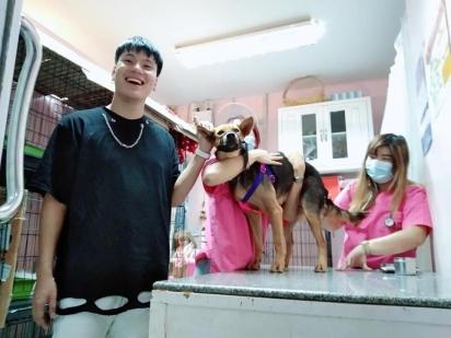 O jovem levou Moota na Clínica Veterinária para ter certeza que estava tudo bem com a sua saúde. (Foto: Facebook/Yutthaphum Kaewekhem)