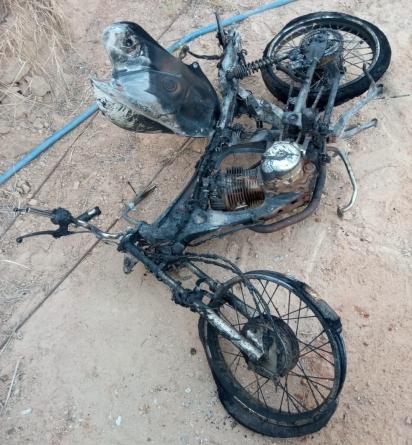 O incêndio destruiu o único meio de transporte do homem que atualmente está desempregado. (Foto: Arquivo Pessoal/Carlos Roberto Joaquim)