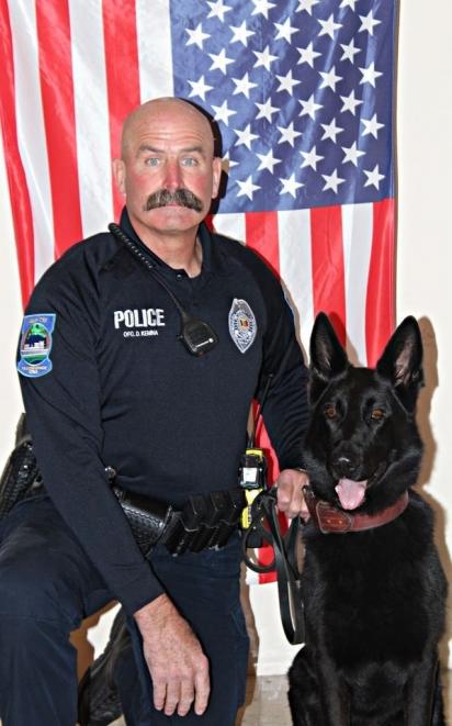 O policial Duane Kemna e seu cão policial Kilo. (Foto: Facebook/Mason City Police Department)