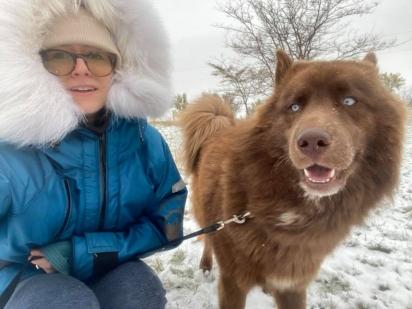 Nicole Anne Spahn com seu husky siberiano. (Foto: Facebook/Nicole Spahn)