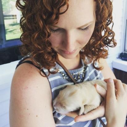 Molly Moore com Wesley ainda filhote. (Foto:  Molly Moore)