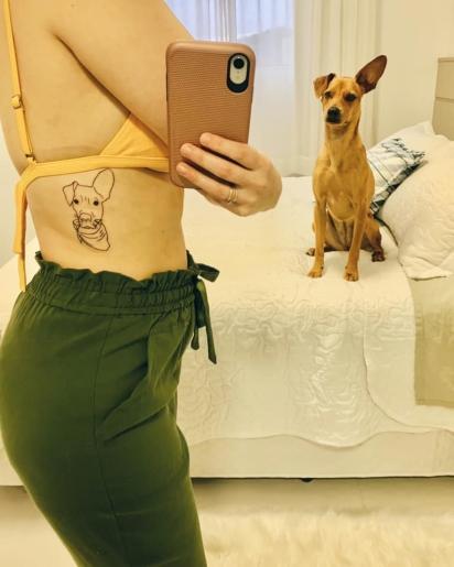 Para eternizar o amor, Kathlen fez uma tatuagem da Mel. (Foto: Facebook/ Kathlen Heloise Pfiffer))