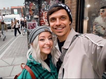 Namoro à distância: Anna é de Chicago e Adam é de Londres. (Foto: Divulgação/SWNS)