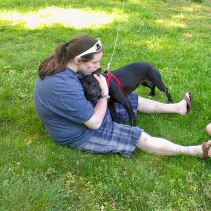 Rose abraçada ao filho de Glorianne. (Foto: Facebook/Justice for Rose)