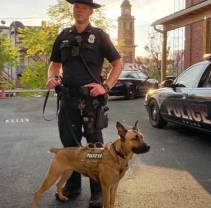 Maggie e o seu parceiro policial  Pike. (Foto: Facebook/K9 Mag)