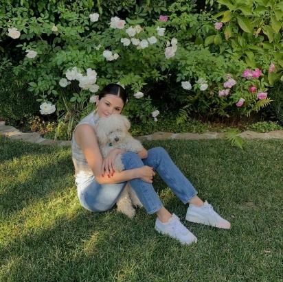Selena Gomez é mãe de Gomez, Winnie e Daisy. (Foto: Instagram/selenagomez)