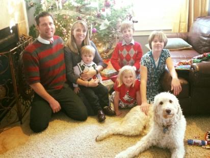 A cachorrinha adora ficar perto de todos os membros da família. (Foto: Arquivo Pessoal/Karen Manthey)