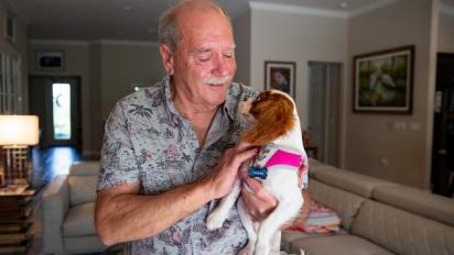 Richard e Gunner em sua casa em Estero, Estados Unidos. (Foto: Jon Austria/Naples Daily News USA TODAY - FLORIDA NETWORK)
