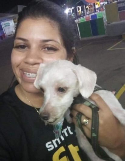 Nayara coloca sua aliança à venda para custear a cirurgia do seu cão que sofreu um ataque e teve graves ferimentos. (Foto: Facebook/Nayara Silva Lemes)