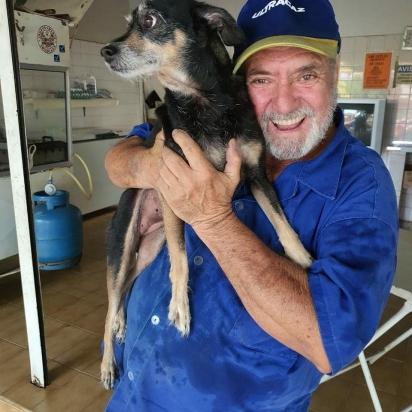 Pai de Tiago com o cachorro da família. (Foto: Instagram/martinsgas1984)