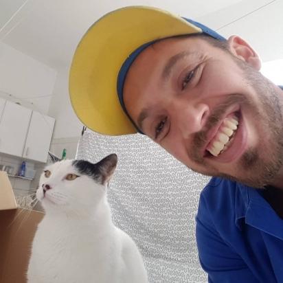 Esse gatinho não é muito fã de tirar selfies. (Foto: Instagram/martinsgas1984)