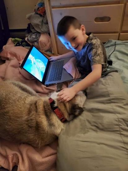 O cão Capone tem 11 anos e só se socializava com o filho de Kathleen no abrigo de animais. (Foto: Facebook/Kathleen Marie via Dogspotting Society)
