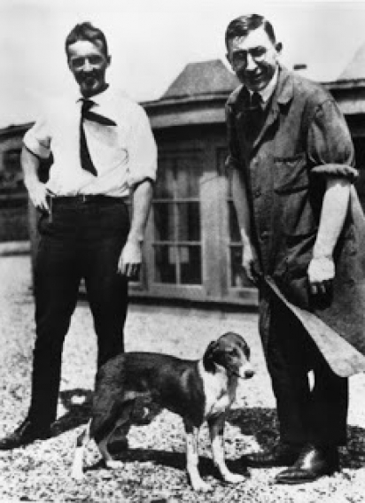 Charles Best, Frederick Banting e Marjorie. (Foto: Reprodção/Dogs in History)