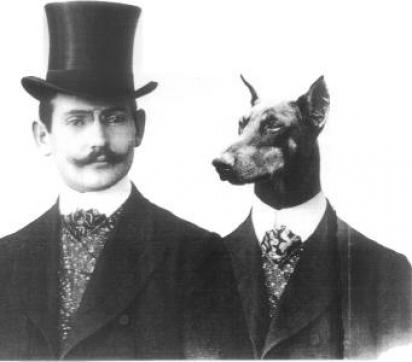 Herr Karl Louis Dobermann com um dobermann. (Foto: Reproduçã/DPCA)