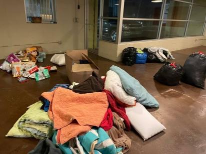 A comunidade se uniu para doar donativos necessários para o funcionamento do abrigo.(Foto: Facebook/ W-Underdogs)