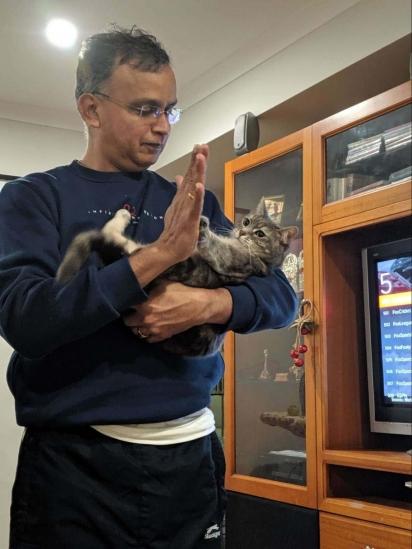 A gatinha é tratada como o bebê da família. (Foto: Arquivo Pessoal/Divya Krishnan)
