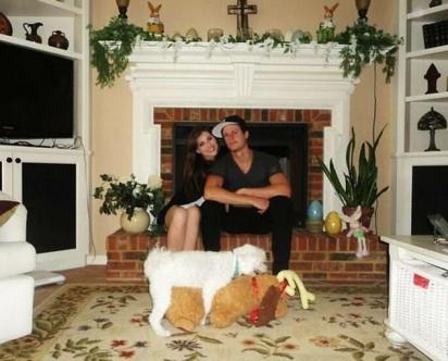 Era para ser um momento íntimo, mas o casal atrapalhou a foto. Ou seria o contrário? (Foto: Divulgação/Bored Panda)