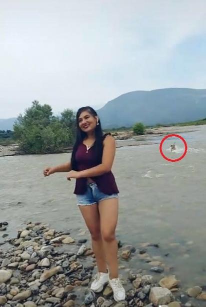 Enquanto Roxana dançava, seu cachorro entrou no rio e num instante foi puxado pela correnteza. (Foto: TikTok/roxanasanchezrojas_94)