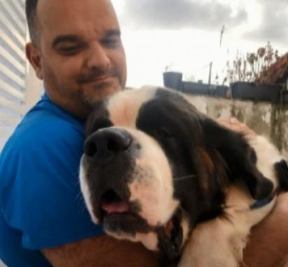 Paulo Estevão com um dos seus cães.