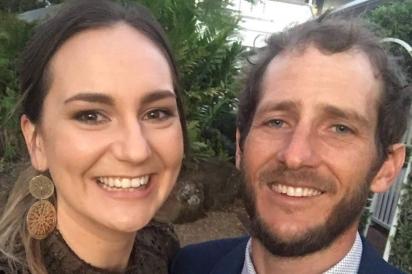O casal Katherine Leadbetter e Matthew Field que foi atropelado por um carro dirigido por um adolescente em Alexandra Hills, em Redland City (Austrália).