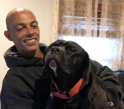 Michael March e seu cachorro, Shadow, que está desaparecido até o momento.