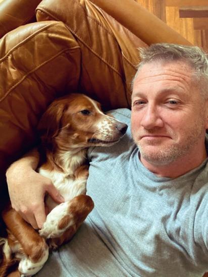 Herbert foi condenado a ganhar muitos abraços e beijos de David Videcette.