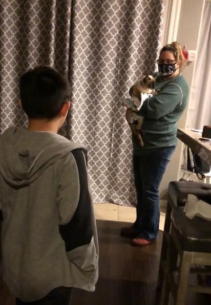 O reencontro de Liam e o seu gatinho foi emocionante.