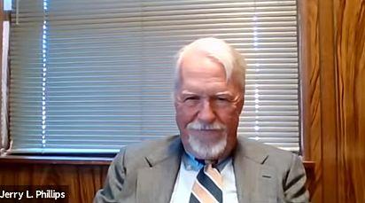 Jerry L. Phillips se diverte com a situação.