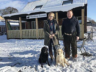Kathryn e David Cross, de Wymondham, administram o Center Paws, fundado em 2015.